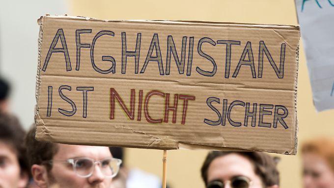 In München protestierten am Donnerstag Menschen gegen Abschiebungen nach Afghanistan.