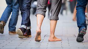 """""""Unten ohne"""" voll im Trend: Barfußläufer erobern die Stadt"""