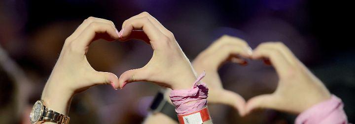 Ariana Grande bedankte sich deshalb umso mehr bei den Fans: ...