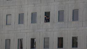 Viele Tote bei Doppelanschlag im Iran: Selbstmordattentäter greifen Parlament und Mausoleum an