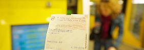 Ohne Ticket in Bus und Bahn: Zehn Fragen zum Schwarzfahren
