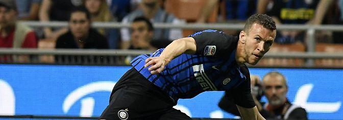 ManUnited und Inter Mailand sind sich ebenfalls einig: Für eine Ablösesumme von 55 Millionen Euro soll der Kroate Ivan Perisic nach Manchester gehen. Es geht nur noch um Details. Eine Mega-Summe - hatte der BVB Perisic 2011 noch für gerade mal 5,5 Millionen ins Team geholt.