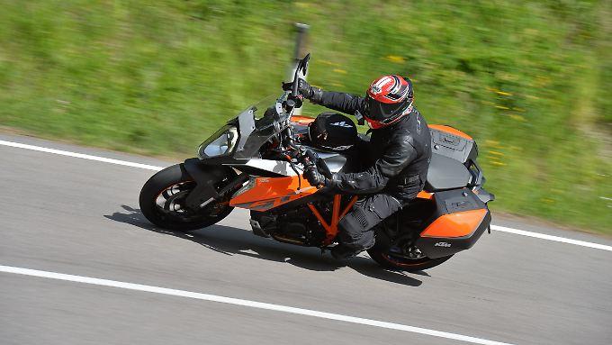 Großzügig ausgestattet und mit potentem Motor wird die KTM 1290 Super Duke GT zum Streetfighter für die Langstrecke.