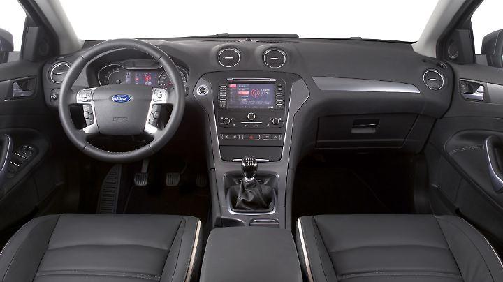Das Cockpit im Mondeo ist übersichtlich und sauber verarbeitet.