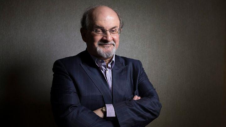 Rushdie war viermal verheiratet und hat zwei Kinder.