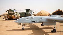 Diese Aufklärungsdrohnen vom Typ Heron 1 werden derzeit in Mali eingesetzt - und sollen durch größere Kampfdrohnen ersetzt werden.