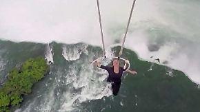 Rekord 90 Meter über den Niagarafällen: Akrobatin baumelt nur an Zähnen von Hubschrauber