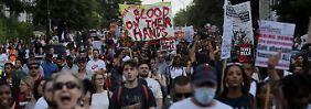 Proteststurm nach Hochhausbrand: Polizei muss May in Sicherheit bringen