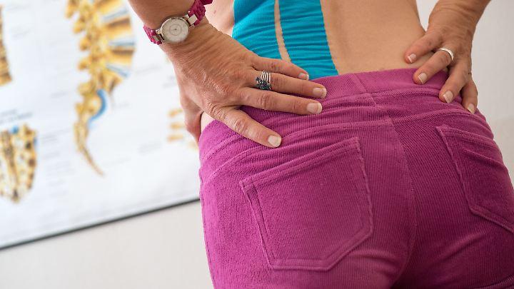 Im Saarland kommt man mit Rückenschmerzen eher ins Krankenhaus als in Baden-Württemberg.