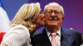 Damals waren sie noch ein Herz und eine Seele: Marine und Jean-Marie Le Pen 2009.