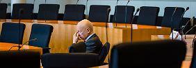 Der ehemalige Staatssekretär im Bundesministerium für Finanzen, Hans Bernhard Beus, nach seiner Aussage im U-Ausschuss.
