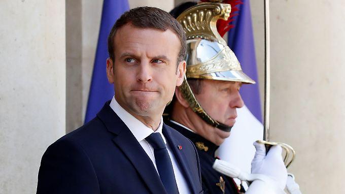 Krone richten, weitermachen: Emmanuel Macron erneuert Teile seines Kabinetts.