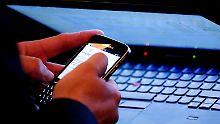 Fast sieben Stunden Internet: Junge Deutsche surfen am längsten