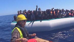 """""""Die Leute sterben wie die Fliegen"""": Unterwegs mit Flüchtlingsrettern vor Libyens Küste"""