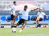 Kerem Demirbay bleibt nichts anderes übrig, als sich im Training zu zeigen und auf einen Einsatz im Spiel gegen Kamerun zu hoffen.