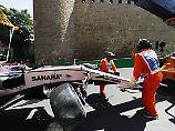 Sergio Perez hat seinen Wagen an der Mauer entlang gedrückt. Der Mexikaner bliebt unverletzt.