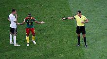 Ups, Rot für den Falschen!: Wenn der Schiedsrichter Video schaut ...