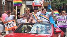 Party statt Gefängnis: Chelsea Manning tanzt auf der Gay Pride