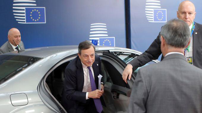 Will Wirtschaftskraft und Inflation mit Nullzinsen und Anleihenkäufe befeuern: EZB-Präsident Mario Draghi (Archivbild).