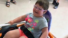Hilfe für behindertes Mädchen: Schüler entwickeln elektrischen Mini-Rollstuhl