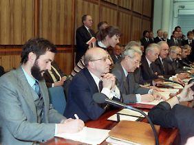 Pressekonferenz mit Helmut Kohl am 13. Februar 1990 in Bonn.