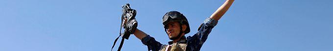 Der Tag: 12:27 Iraks Militär erobert Al-Nuri-Moschee zurück