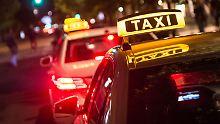 Branche im Niedriglohnsektor: Lohndruck für Taxifahrer steigt