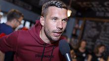 Lukas Podolski liebt sein Köln - und hat ab sofort eine sehr lange Anreise.