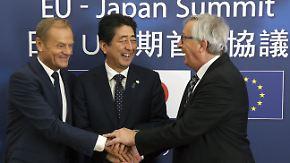 Zusammenrücken gegen Protektionisten: EU und Japan schmieden Freihandelsdeal
