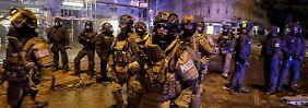 Kurz vor Mitternacht stürmten schwerbewaffnete Einsatzkräfte der Polizei das Schanzenviertel.