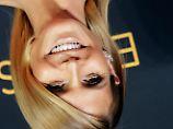 Noch schöner Hals über Kopf? Laut Studie wirken Menschen äußerlich attraktiver, wenn man sie umdreht.