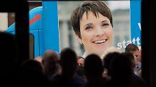 Parteitag stimmt für AfD-Chefin: Kandidatenputsch gegen Petry scheitert