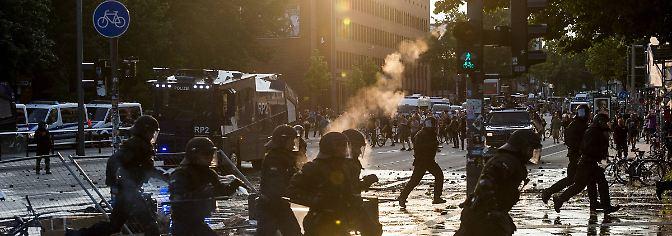 Polizei in Hinterhalt gelockt: Aufarbeitung offenbart strategische Randale