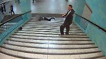 Neue brutale U-Bahn-Attacke: Berliner Polizei sucht nach Gewalttäter