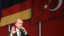 Lässt nicht locker: Erdogan gibt sich mit seinem Teilsieg gegen Böhmermann nicht zufrieden.