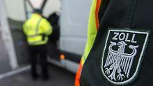 Bei Razzien gegen organisierte Schwarzarbeit wurden zahlreiche Wohn- und Geschäftsräume in sieben Bundesländern durchsucht.