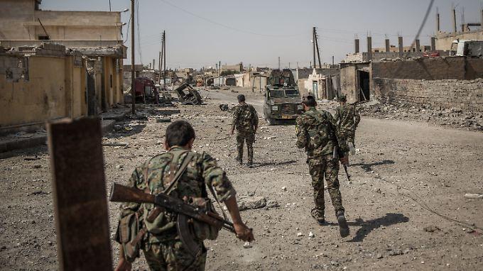 Die syrischen arabischen und kurdischen Rebellen sind tief in das Zentrum der einstigen IS-Hochburg Raqqa vorgedrungen.