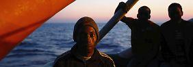 Großeinsatz vor Libyscher Küste: Marineschiff rettet 900 Flüchtlinge