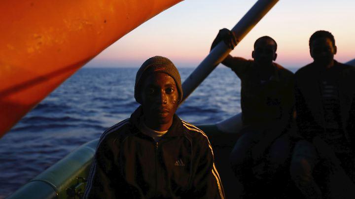 In diesem Jahr sind schon mehr als 80.000 Flüchtlinge über das Mittelmeer nach Italien gekommen. Mehr als 1000 haben auf dem Weg ihr Leben verloren.