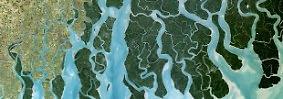 ... begleitet von einer Reihe von Nebenflüssen, die sich im Gangesdelta näher kommen und schließlich ...