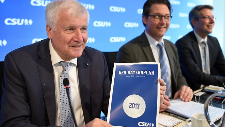 """Im """"Bayernplan"""" und in den Vorstellungen Horst Seehofers (l.) ist die Obergrenze für Flüchtlinge fest verankert."""