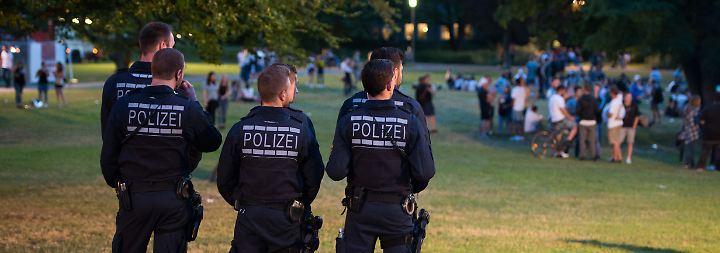 Polizei in der Kritik: Schwere Krawalle überschatten Volksfest in Schorndorf