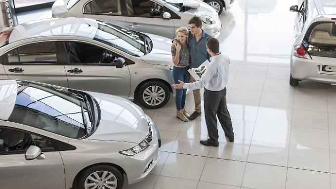 Immer weniger Privatkäufer interessieren sich für Neuwagen.