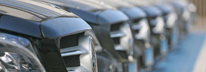 Wenn der Neuwagen einen Mangel hat, sollten sich Käufer gut überlegen, wie sie vorgehen.
