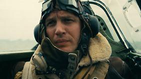 Farrier jagt mit seiner Spitfire deutsche Flugzeuge.