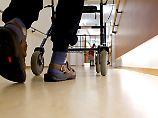 Schwierige Suche nach Heim: Jeder Zweite fürchtet Pflege-Odyssee
