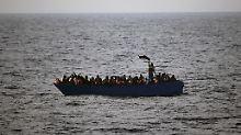 Flüchtlingskrise im Wahlkampf: CSU-Generalsekretär greift Schulz an