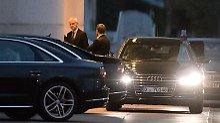 Bundesregierung und Autoindustrie - hier VW-Chef Müller beim Autogipfel 2016 im Kanzleramt - pflegen enge Kontakte.