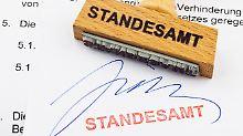 Nach deutschem Namensrecht sind Doppelnachnamen für Kinder nur im Ausnahmefall möglich.