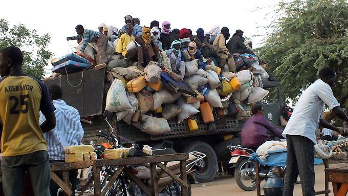 Von Agadez aus werden die Migranten teils in völlig überladenen Fahrzeugen Richtung Richtung Libyen oder Algerien gebracht.